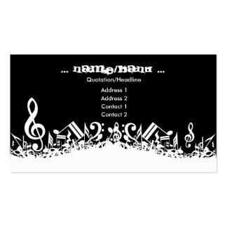 La música observa la tarjeta de visita