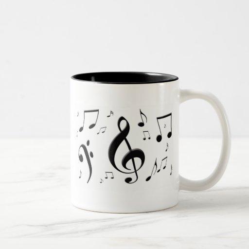 La música que bombea observa la taza