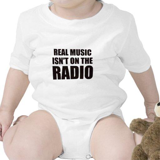 La música real no está en la radio camisetas