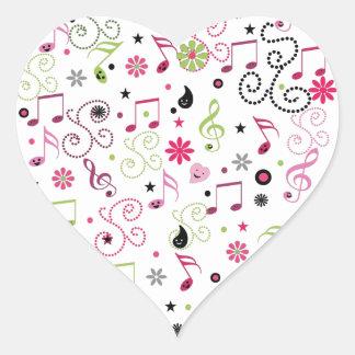 La música sonriente adorable linda observa las flo pegatinas de corazon personalizadas