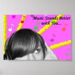 La música suena mejor con usted poster
