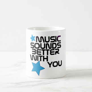 La música suena mejor con usted taza básica blanca
