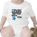 La música suena mejor con usted trajes de bebé