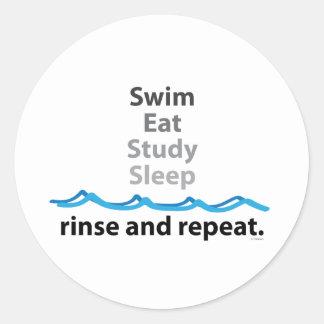 La nadada, come, estudia, duerme… aclaración y pegatina redonda