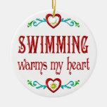 La natación calienta mi corazón ornamento para arbol de navidad