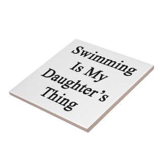 La natación es la cosa de mi hija azulejo cuadrado pequeño