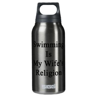 La natación es la religión de mi esposa