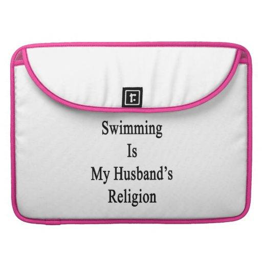 La natación es la religión de mi marido fundas para macbook pro