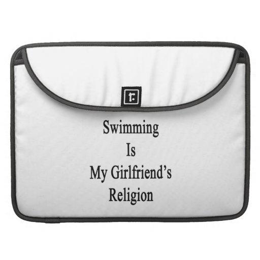 La natación es la religión de mi novia fundas macbook pro
