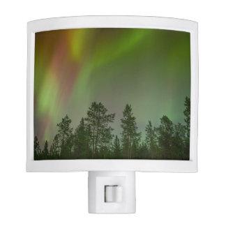La naturaleza de los árboles de la aurora boreal lámpara de noche