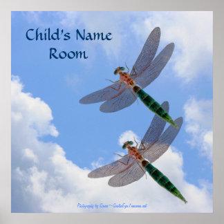 La naturaleza del cielo azul de las libélulas embr poster