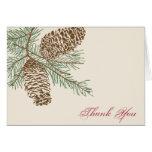 La naturaleza del cono del pino en el boda poner tarjetas