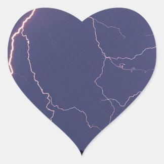 La naturaleza fuerza el huelguista de la noche pegatina en forma de corazón