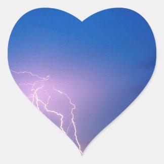 La naturaleza fuerza el pico de igualación pegatina en forma de corazón