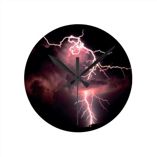 La naturaleza fuerza el relámpago eléctrico de la  reloj de pared