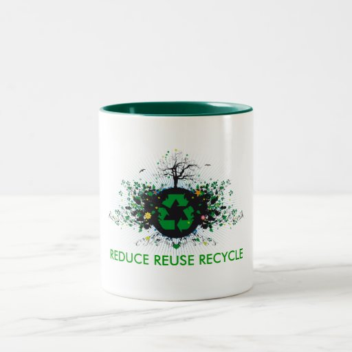 La naturaleza recicla taza de café
