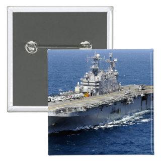 La nave de asalto de carros anfibios USS Peleliu Pin Cuadrado