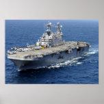 La nave de asalto de carros anfibios USS Peleliu Póster