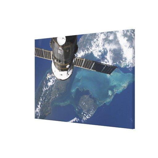 La nave espacial atracada del progreso 22 impresiones en lienzo estiradas