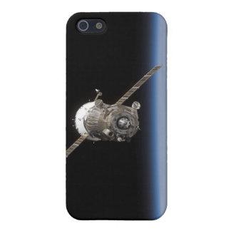 La nave espacial de Soyuz TMA-11 sobre el horiz de iPhone 5 Protectores