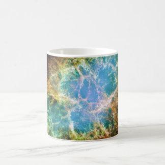 La nebulosa de cangrejo del telescopio espacial de taza de café