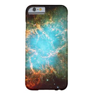 La nebulosa de cangrejo en imagen del espacio del funda para iPhone 6 barely there