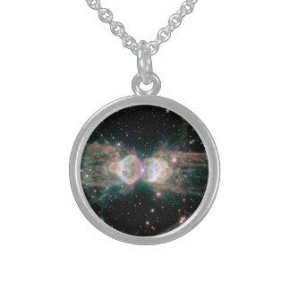 La nebulosa de la hormiga collar de plata esterlina