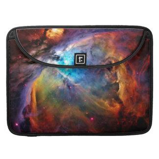 La nebulosa de Orión Fundas Para Macbook Pro