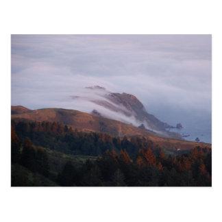 La niebla de San Francisco Bay sale en el océano Tarjetas Postales