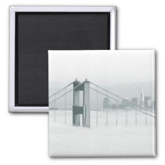 La niebla rueda a través del San Francisco Bay 2 Imán Cuadrado