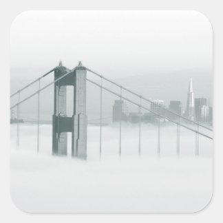 La niebla rueda a través del San Francisco Bay 2 Calcomanía Cuadradas Personalizadas