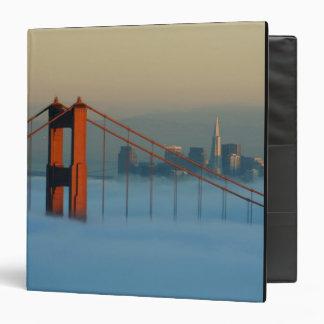 """La niebla rueda a través del San Francisco Bay Carpeta 1 1/2"""""""