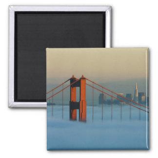 La niebla rueda a través del San Francisco Bay Imán Cuadrado