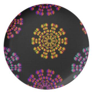 La nieve colorida forma escamas placa de la melami plato para fiesta