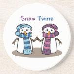 La nieve hermana el muchacho y al chica posavasos diseño