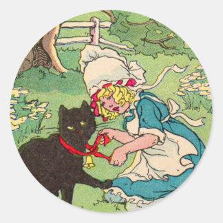 la niña 1905 pone el arco en su gato negro pegatina redonda