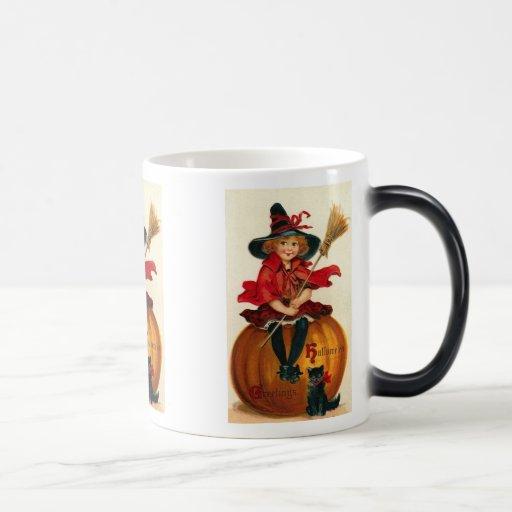 La niña en el traje Halloween de la bruja Morph la Taza De Café
