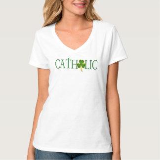 La noche católica de las mujeres en la camisa de