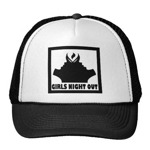 La noche de los chicas hacia fuera capsula gorras de camionero