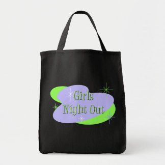 La noche de los chicas hacia fuera empaqueta bolsas