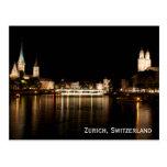 La noche de Zurich Suiza enciende la postal