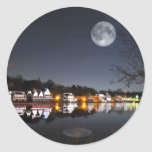 La noche del invierno frío en fila del Boathouse Pegatina Redonda