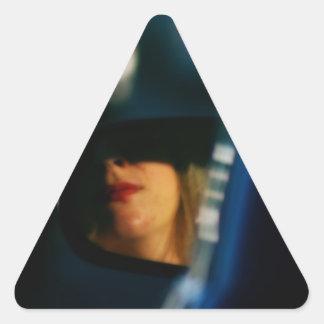 La noche enciende el espejo de coche de señora Red Pegatina Triangular