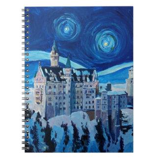 La noche estrellada con el castillo romántico Van Libro De Apuntes Con Espiral