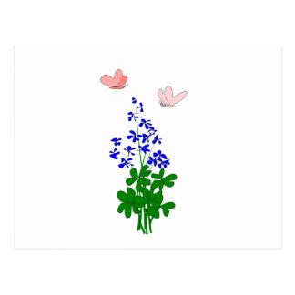 La nomeolvides florece el azul, trébol, mariposa postal