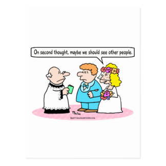 la novia del boda ve a la otra gente postal