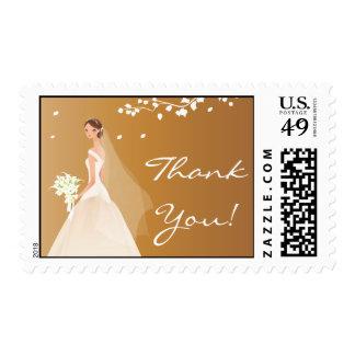La novia elegante del oro del otoño le agradece timbres postales