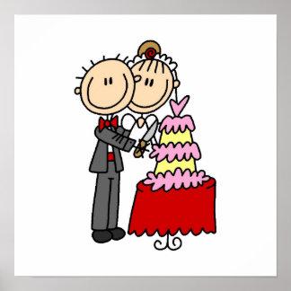 La novia y el novio cortaron las camisetas y los r impresiones