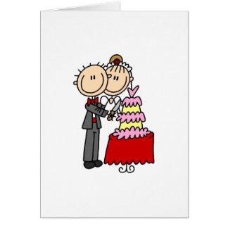 La novia y el novio cortaron las camisetas y los r tarjeton