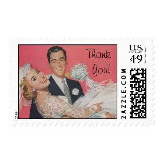 La novia y el novio felices retros le agradecen sellos postales